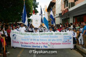 Estudiantes leoneses en el desfile de presentación del 7 de septiembre.