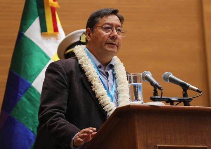 En la imagen un registro del presidente de Bolivia, Luis Arce, quien anunció este jueves el descubrimiento de un campo de gas natural con una reserva de un trillón de pies cúbicos, ubicado en Boicobo Sur X1 del bloque Caipipendi, en el sureste del país. EFE/Martin Alipaz/Archivo