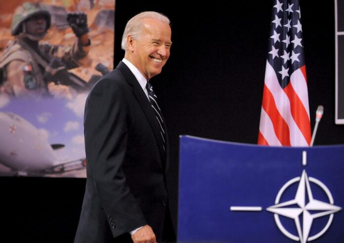 El, entonces, vicepresidente estadounidense, Joe Biden, en la sede de la OTAN en Bruselas (Bélgica), en 2009. EFE/Dirk Waem/Archivo