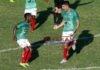 El delantero argentino Bruno Volpi (d) de Marathón celebra con su compañero Edwin Solani un gol anotado a Olimpia hoy, durante un partido por la ida de la final de grupos del campeonato de la Liga Nacional de Honduras disputado en el Estadio Yankel Rosenthal de San Pedro Sula (Honduras). EFE/José Valle