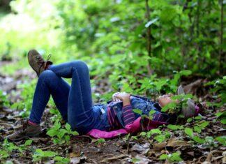 Una mujer fue registrada este jueves al descansar en un bosque ubicado a 13 km al suroeste de Managua (Nicaragua). EFE/Adelayde Rivas
