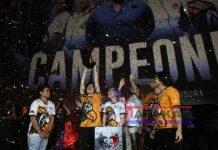 Fotografía cedida hoy del equipo Estral Esports celebrando la obtención del torneo Clausura 2019 de la Liga mexicana de League of Legends. EFE/LVP