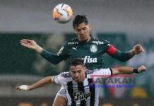 Gustavo Gómez (arriba) de Palmeiras. EFE/Alexandre Schneider/Archivo